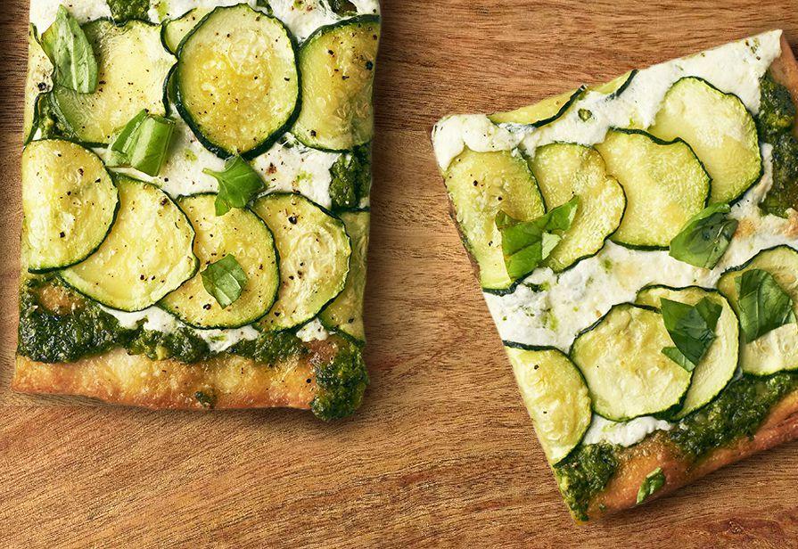 Pizza zucchine e pesto