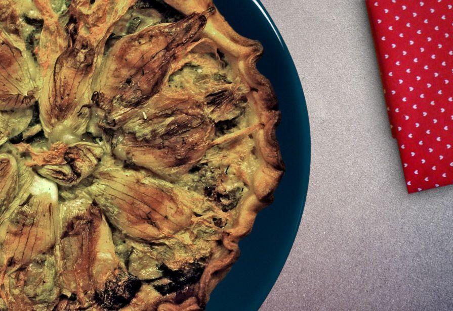 Torta con zucchine e fiori