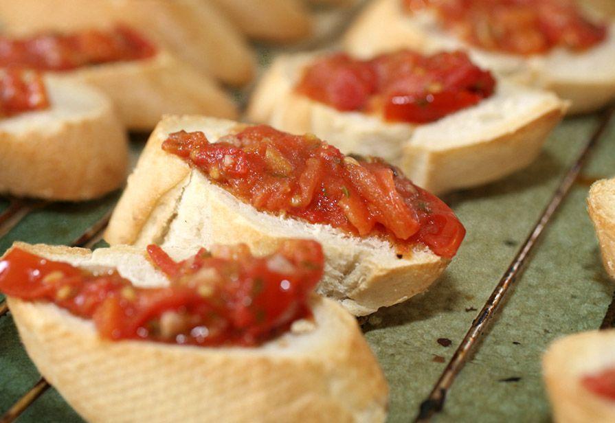 Bruschette al sugo di pomodoro