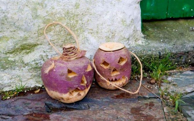 Le rape di Halloween intagliate