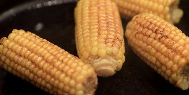 Pannocchie di mais in padella