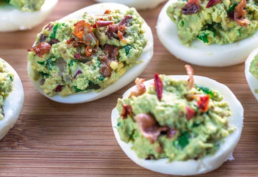 Uova ripiene all'avocado