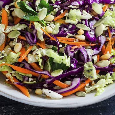 Insalata croccante di cavoli e carote