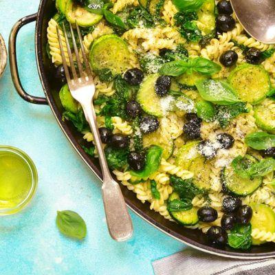Pasta con zucchine e olive