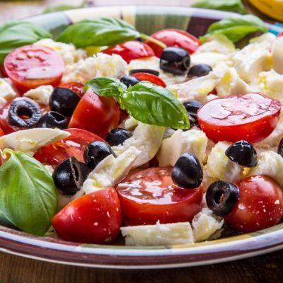 Insalata caprese alle olive
