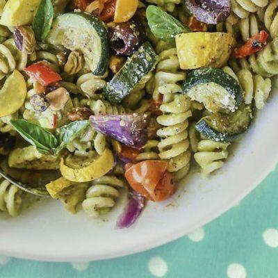 Pasta con avocado e verdure