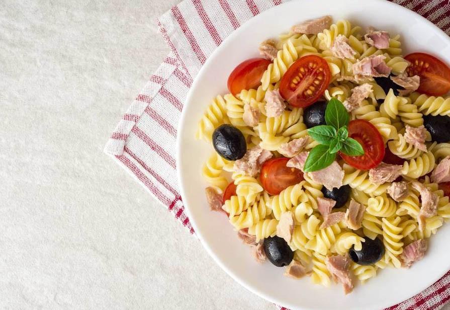 Insalata di pasta tonno e olive