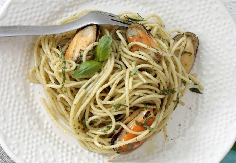 Spaghetti alle cozze e basilico