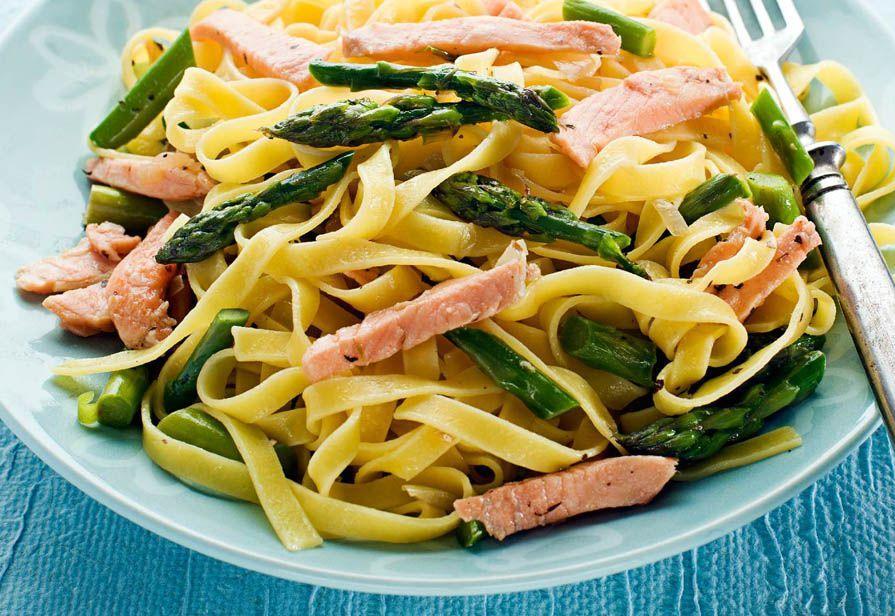 Tagliatelle asparagi e salmone