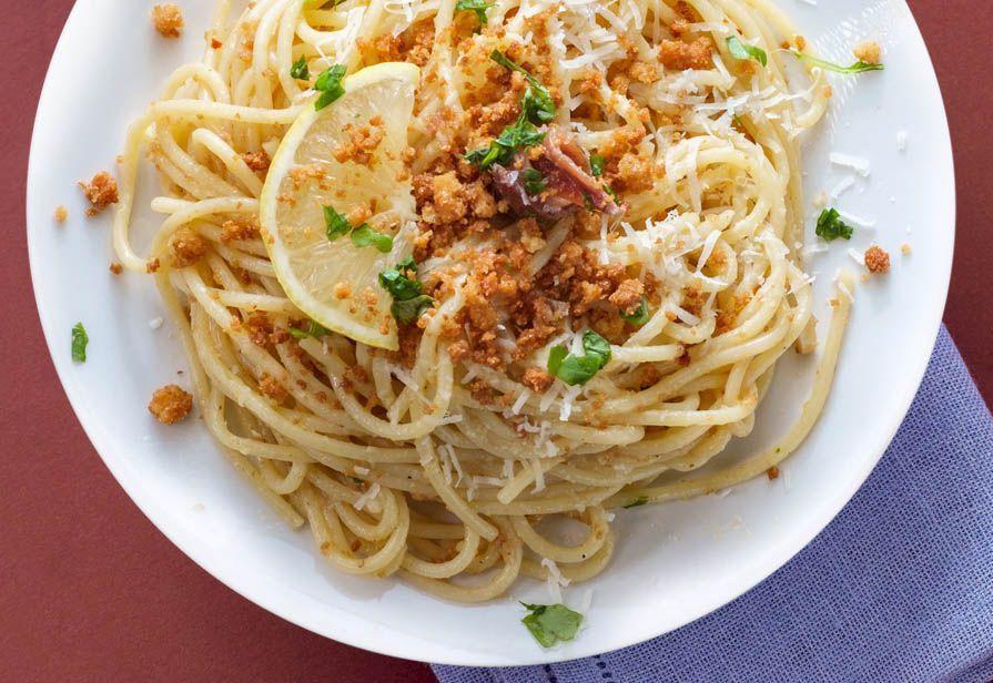 Spaghetti alle briciole di mare