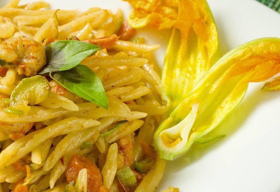 Pasta ai fiori di zucca e gamberetti