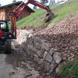 Natursteinmauer-(2)