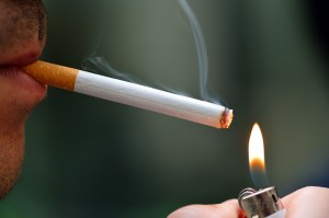 Ursache Pickel am Po- Rauchen