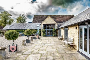 Winkworth Farm - Great wedding venue. Pickin Images Photography | Wedding photographer in Swindon.