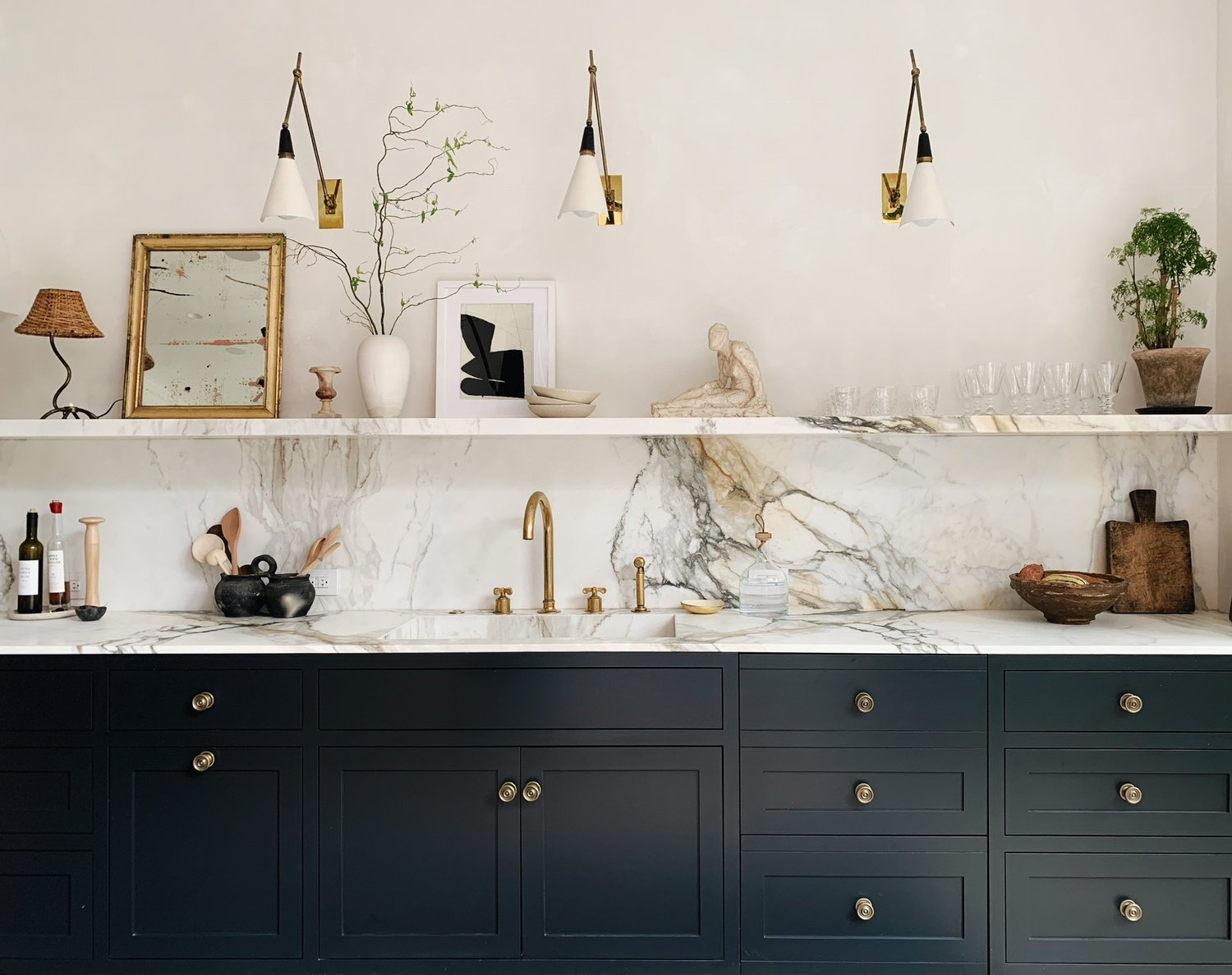 Marble kitchen with dark units styled by NYC based Colin King