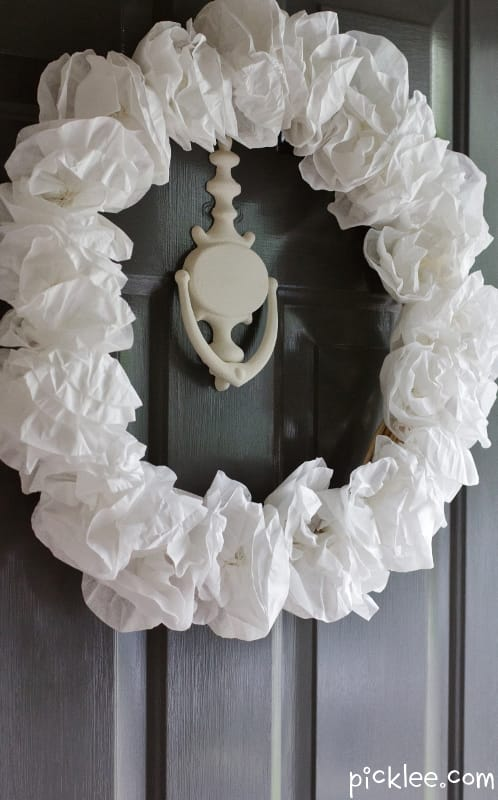 making a paper flower wreath