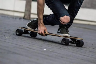 Longboard vs Skateboard – Which One is for You?