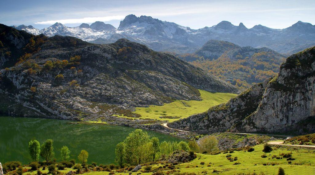 Lago Enol. Los Lagos de Covadonga. Picos de Europa