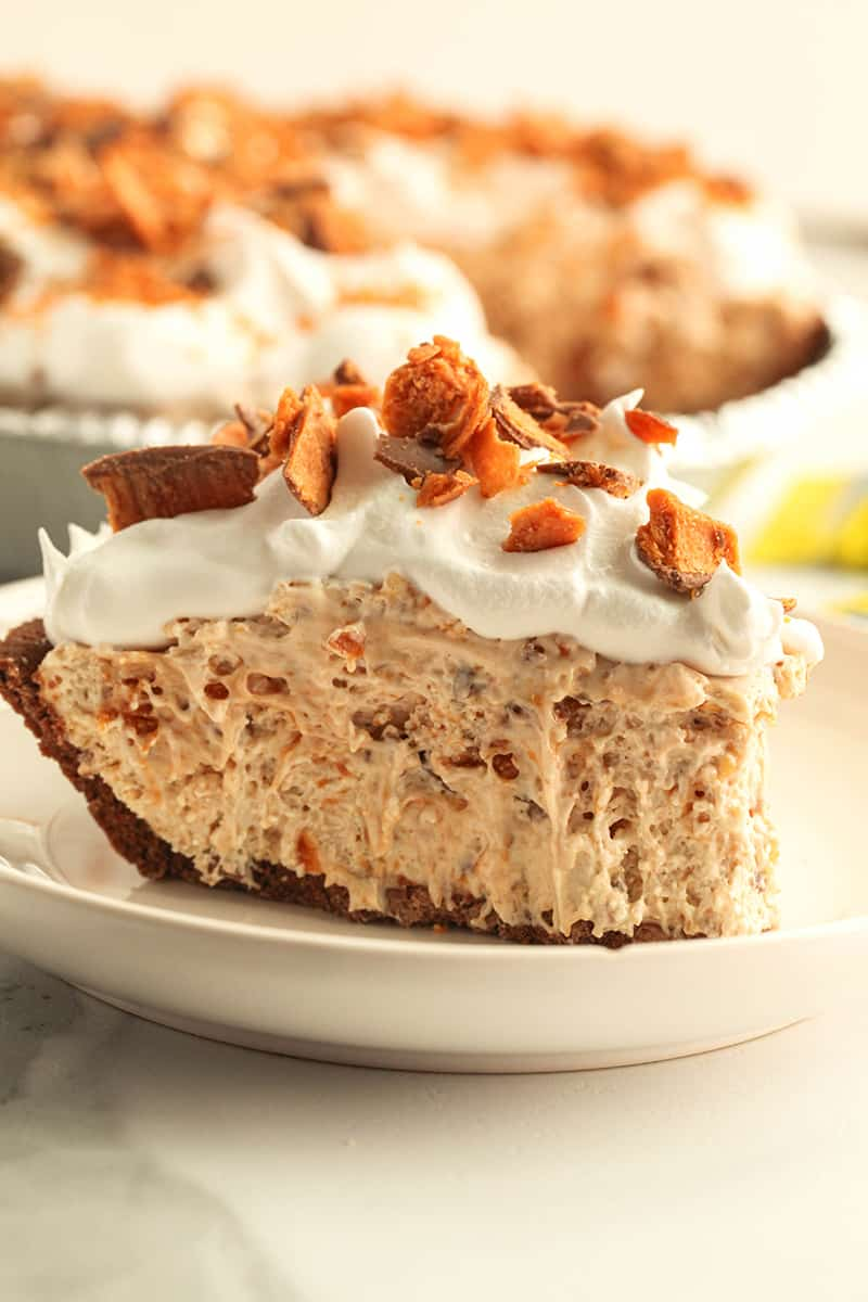 A slice of butterfinger pie on a plate