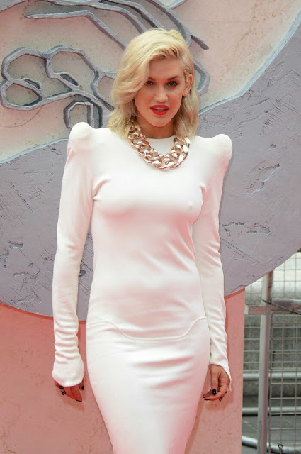 Cute Ashley Roberts Photos In Stylish Dress At Divergent Premirre (11)