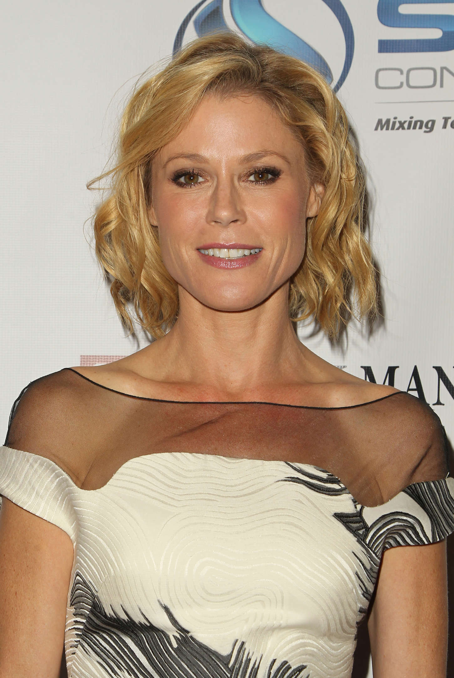 Pictures of Julie Bowen Picture 17800  Pictures Of