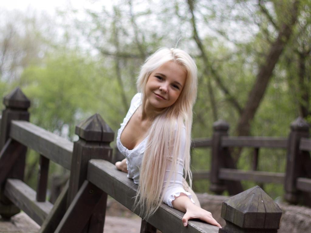 Hd Wallpapers 1080p Love Quotes Desktop Wallpaper Blonde Girl Model Hd Image Picture