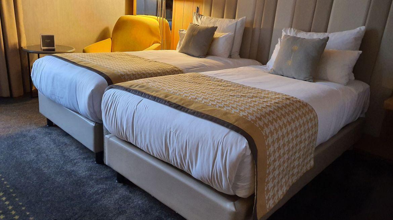 Foto Hotelzimmer mit Doppelbett