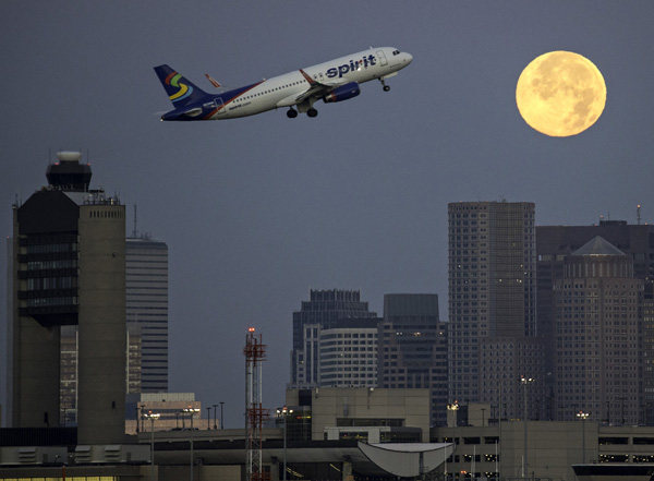 07/31/2015-Boston,MA. This morning's full moon sets over the city of Boston Friday. Staff photo by Mark Garfinkel