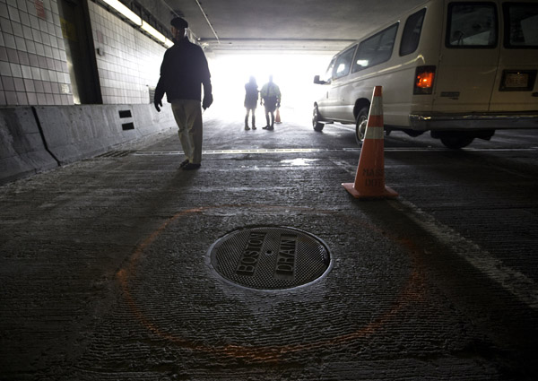 02/12/2016-Boston,MA. Investigators are seen on Route 93 Southbound, inside the O'Neill Tunnel, near the spot where a manhole resided before coming loose and eventually flying into a car's windshield killing a woman during Friday morning's commute. ED NOTE. This is where the manhole resided prior to coming loose. THIS IS A REPLACEMENT manhole cover. The words on the replacement are Boston Drain, however the manhole cover that flew into the woman was NOT a Boston Drain cover. Staff photo by Mark Garfinkel