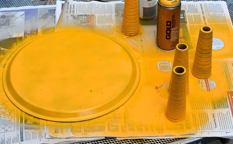 spray legs yellow and tray back