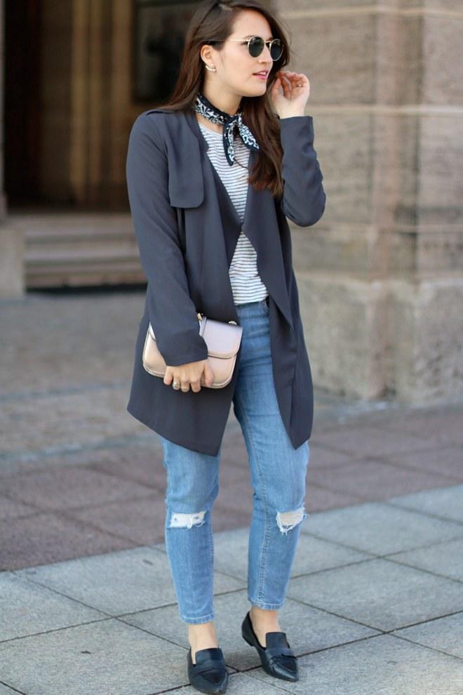 Nickytuch, Streifenshirt, Trenchcoat und hellblaue Mom Jeans, Fashionblog Nürnberg