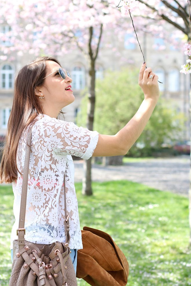 Outfit mit Kirschblüten