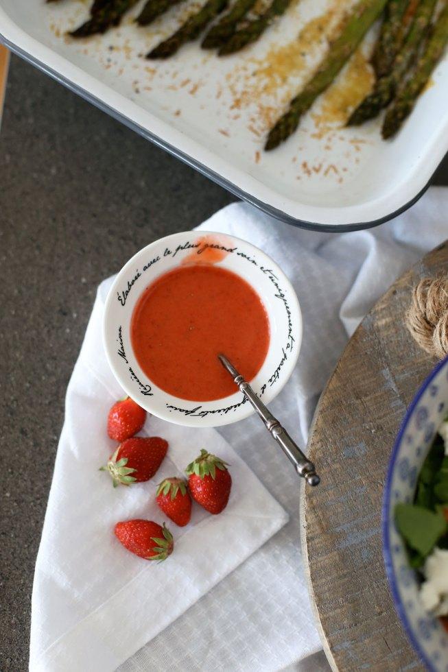 Sommersalat mit Spargel und Erdbeeren