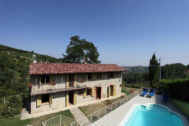 Bella cascina con piscina vista panoramica in Piemonte Mango SOLD PIEDMONT PROPERTY Immobili