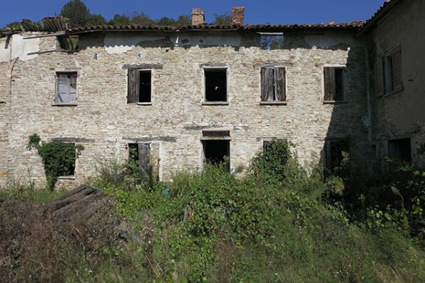 Rustic Italian farmhouse for sale in Piemonte Santo