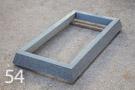 Kuru grey granīta kapu apmale ar slīpām malām