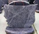 Kapu piemineklis no violeta granīta, pulēts no visām malām