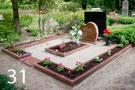 Sarkana granīta kapu sētiņa