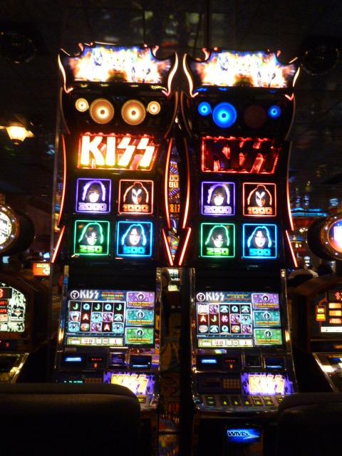 Kiss Slot Machine