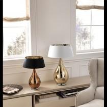 Forse non crederai che le lampade da tavolo possano essere il centro dell'attenzione di ogni stanza. Lampada Da Tavolo Dal Design Moderno Con Paralume In Vetro Soffiato Disponibile In Varie Colorazioni E Dimensioni 1 Luce E14 Pierlux Illuminazione