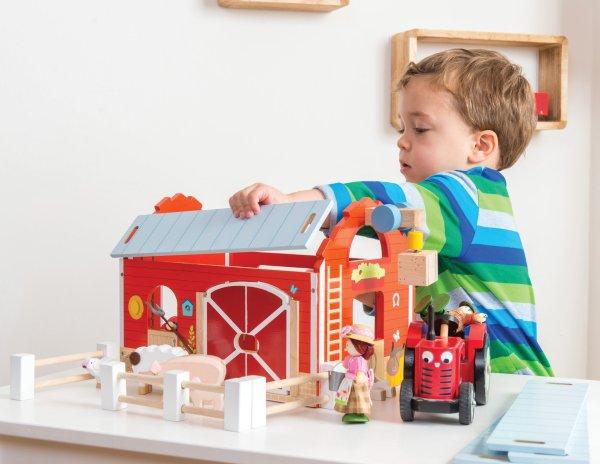 TV417-Red-Barn-Farm-Fence-Wooden-Play-Set-Boy