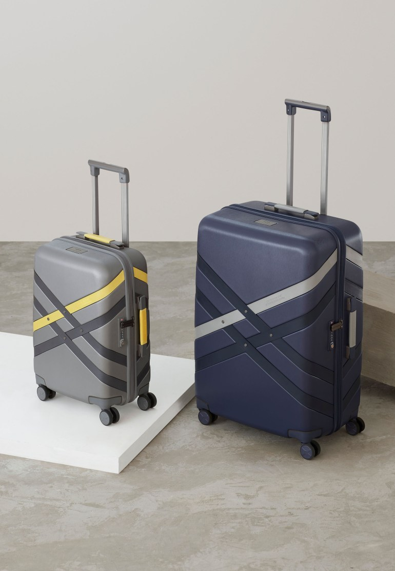 4K Gallery Portrait Samsonite