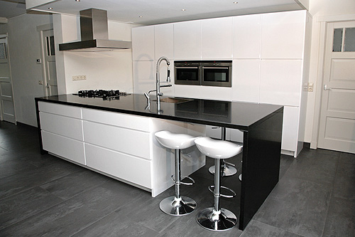 Pieter Dros Houtbewerking  Houten keukens en meubelen op