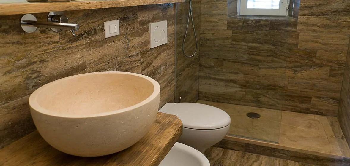 Bagno in travertino simil legno  Pietre di Rapolano