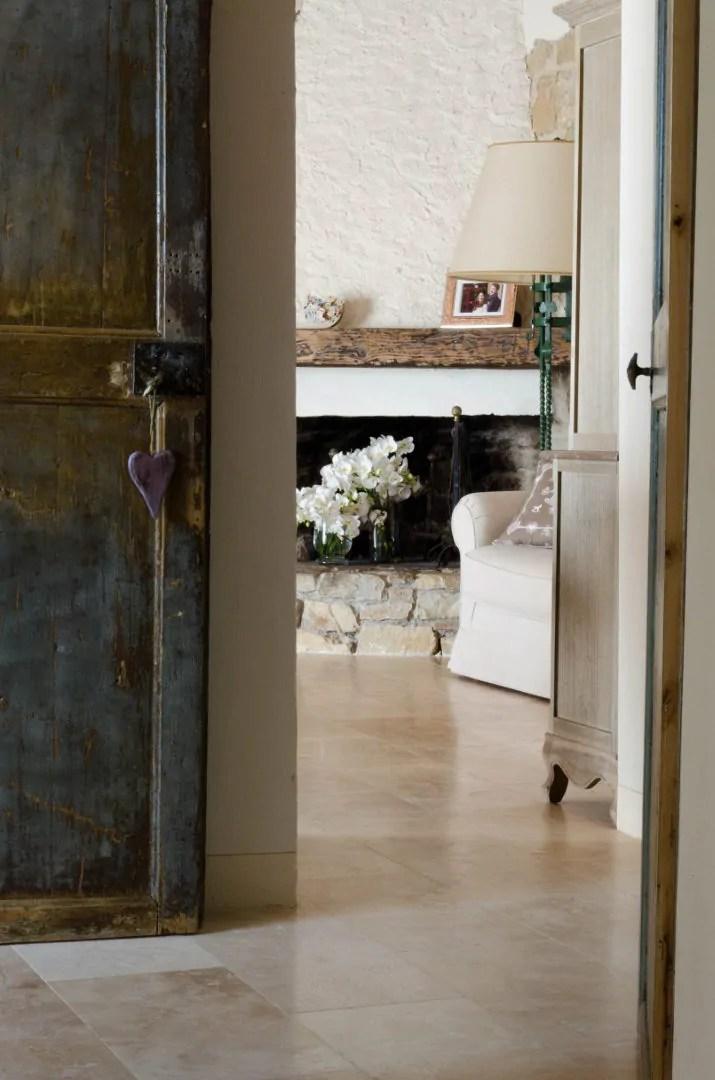 Pavimenti in travertino per interni soggiorno  Pietre di
