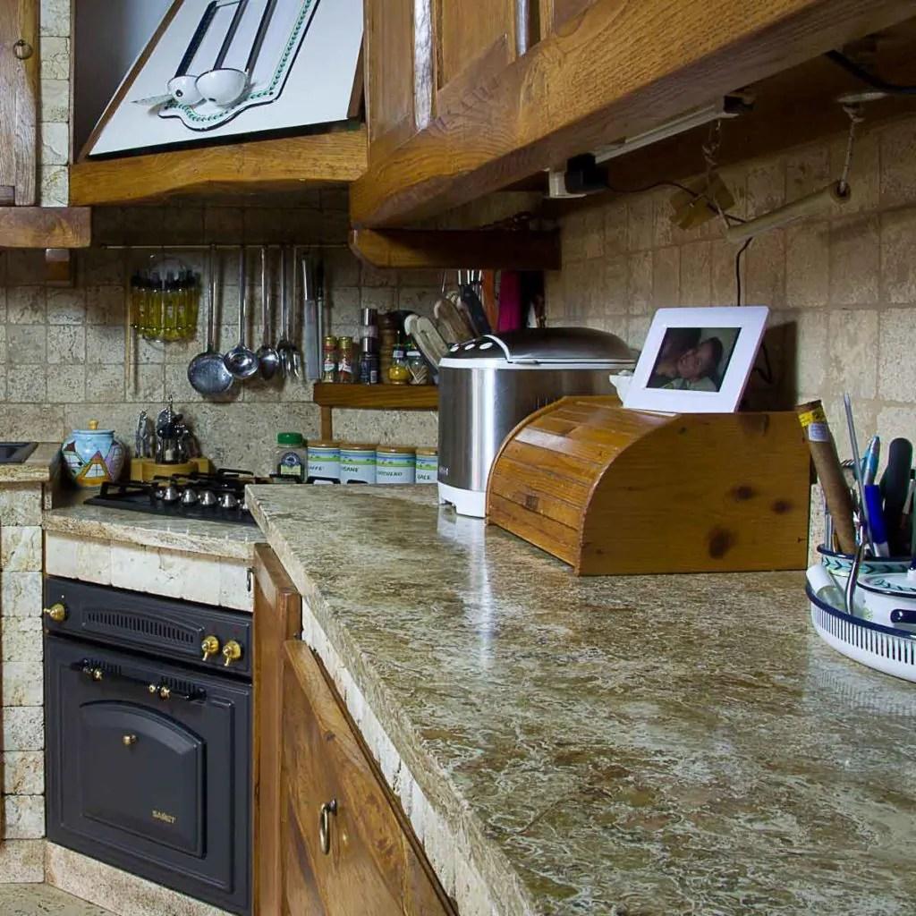 Piani cucina in marmo e travertino  Pietre di Rapolano