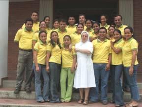 Suor Daniela con gli educatori