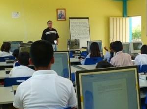Foto 4 – Aula di informatica nel Centro AEDI Los Girasoles di Julcuy