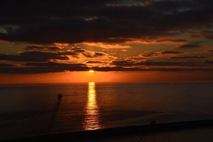 tramonti mare genova lanterna