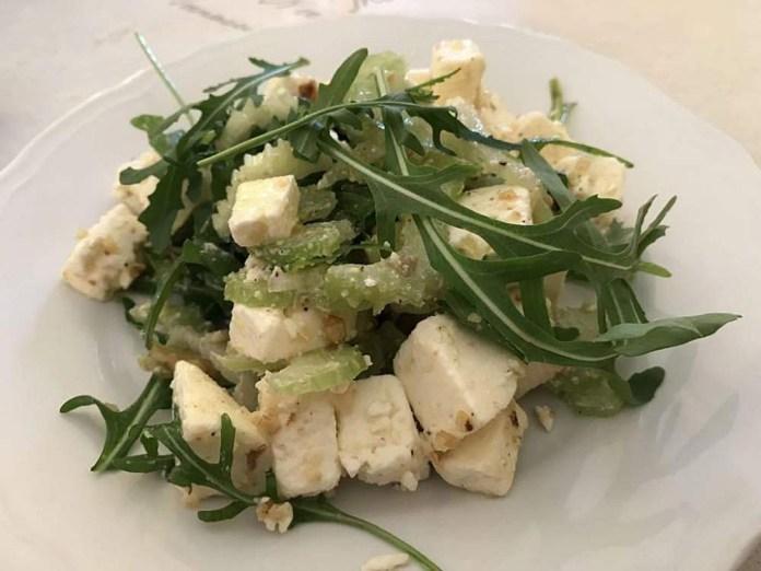 insalata toma piatto